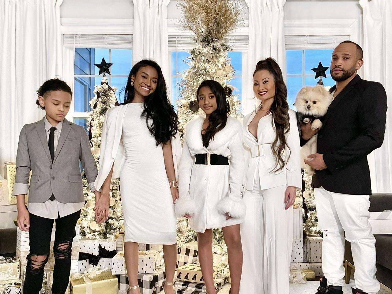 Christmas family photo, family fashion, stylish family, modern family